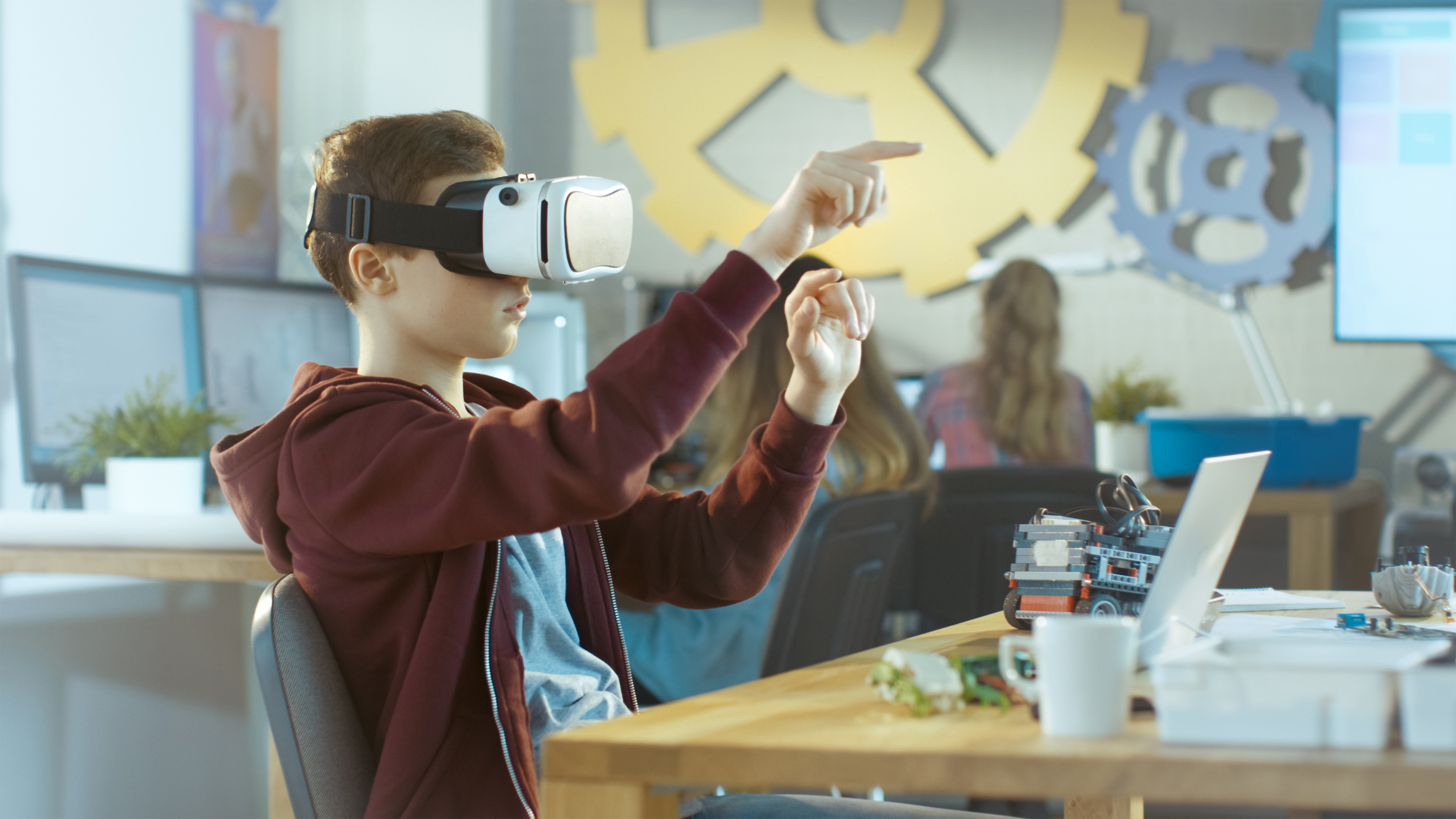 Virtual Reality Helps Us Remember Information